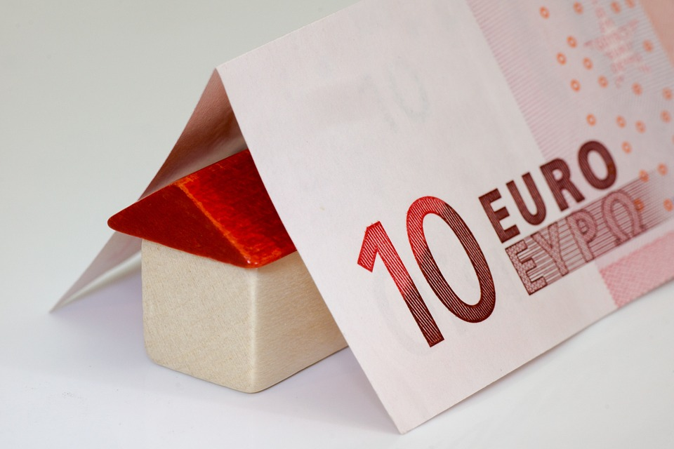 """30/05/17,Europa obriga aos bancos españois a devolver o cobrado pola """"cláusula suelo"""" Por EMILY GONZÁLEZ GALLEGO 4ºESO."""